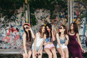 cinci fete fericite